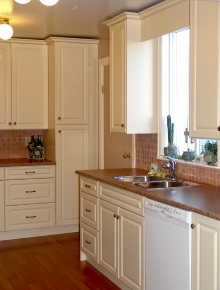 Custom Kitchens and interior renovations by Hamilton Thorne Quality Cabinets Ltd. Project-DSC07312